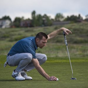 Reading greens with your feet- lining up putts